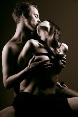 hot_couple_kiss.jpg